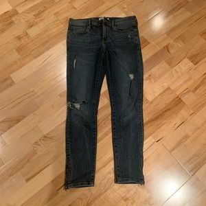 Banana republic distressed jeans w ankle zippers